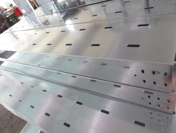 淄博托盘式电缆桥架600×200