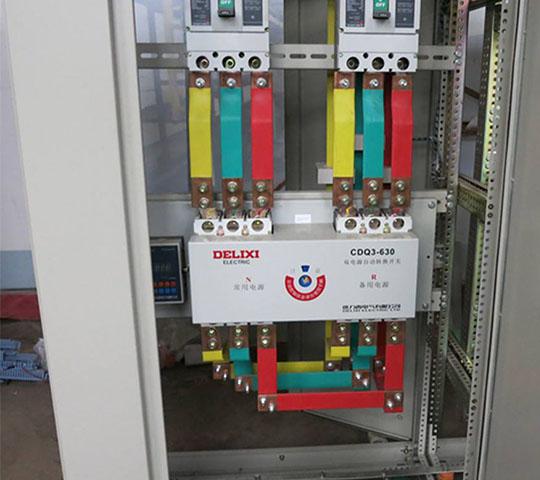 指示灯,仪表,电线之类保护器件组装成一体达到设计功能要求的配电装置